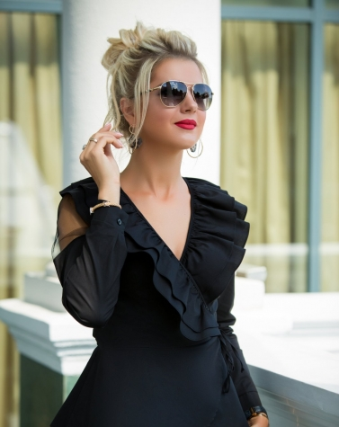Блузка с воланом черная 1343