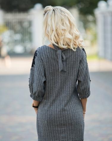 Трикотажное платье с аппликациями 7705