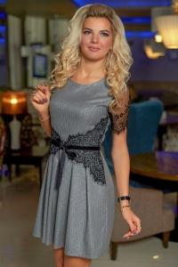 Трикотажное платье в полосочку с кружевом 7850