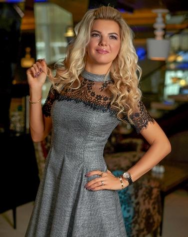 Расклешенное платье с кружевом 7865