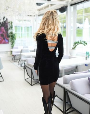 Облегающее велюровое платье 7926