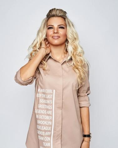 Бежевая рубашка с надписями 1361