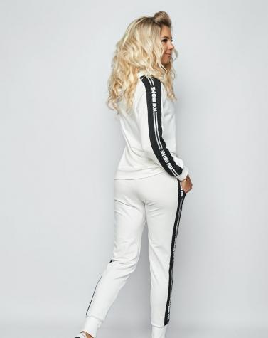 Спортивный костюм с лампасом молочный 5088