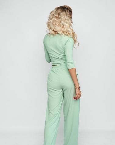 Комфортный костюм с широкими брюками ментоловый 6000